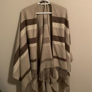 2 for $50🍒 Guess Beige Sweater Blanket
